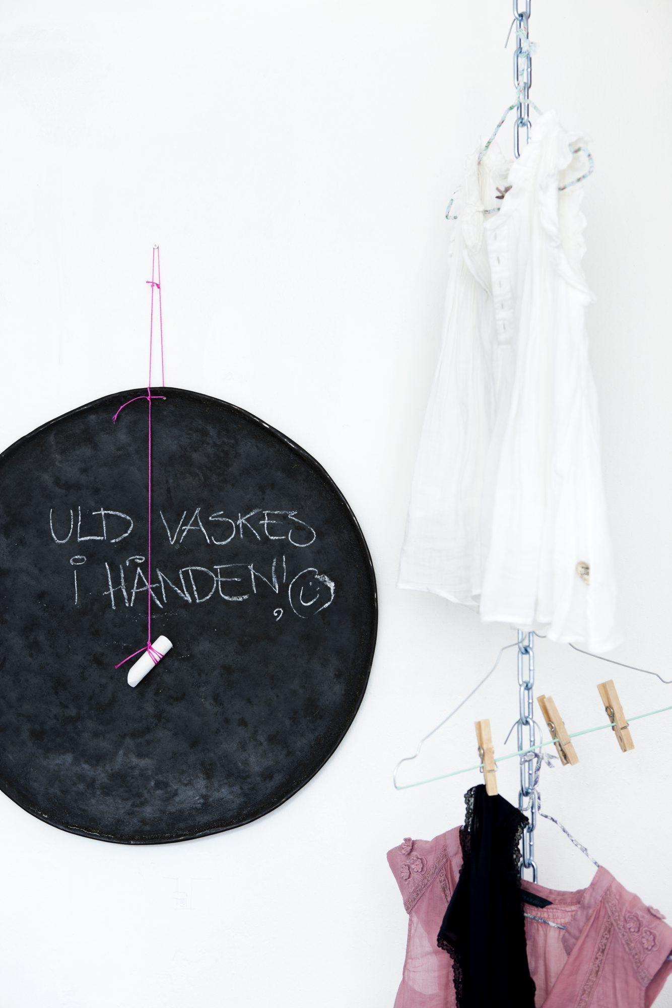 Beskjedtavle på vaskerommet