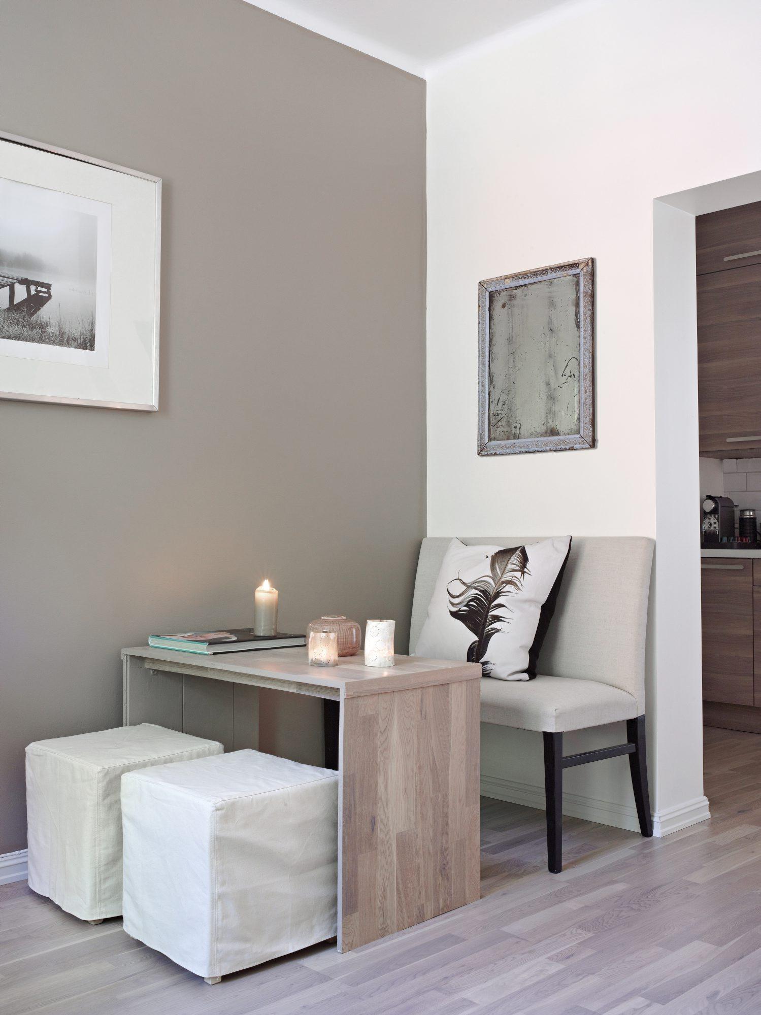 Den doble stolen med lintrekk som ser ut som en sofabenk er fra Fresh ...