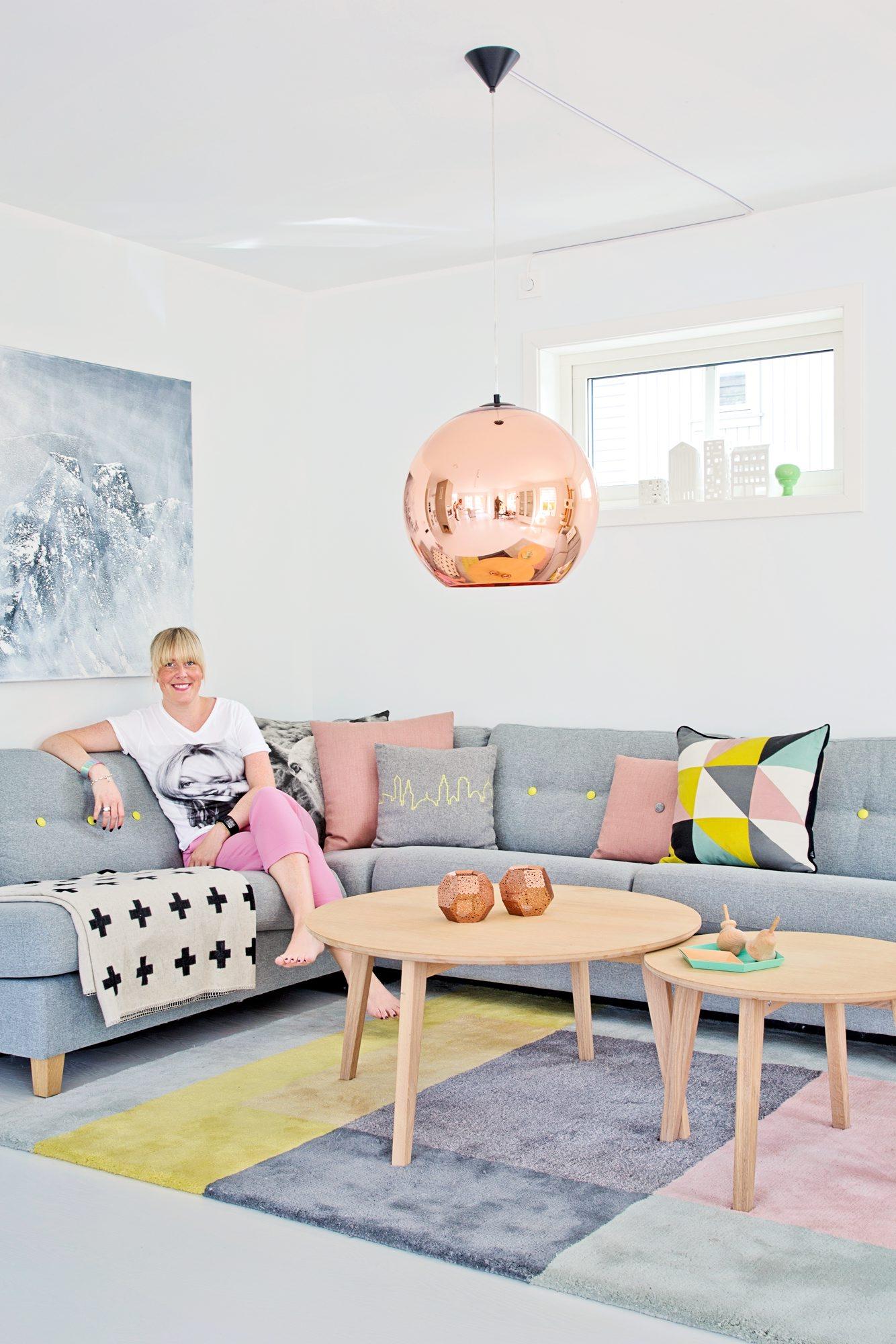 Julie Hole, Bolig Bergen, hvit med farger
