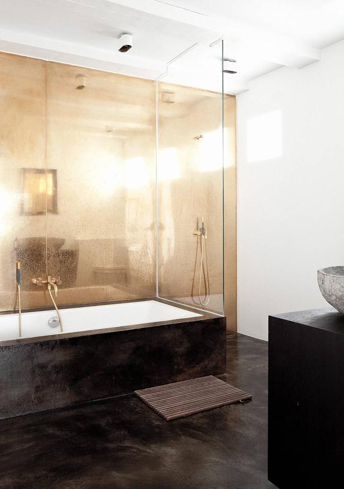 Bad med gullvegg