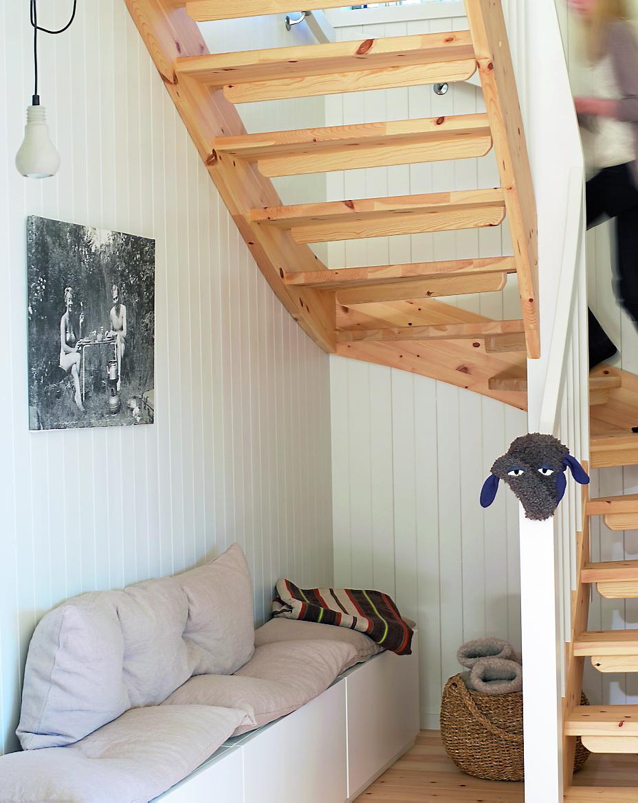 Utnytt plassen under trappen – rom123