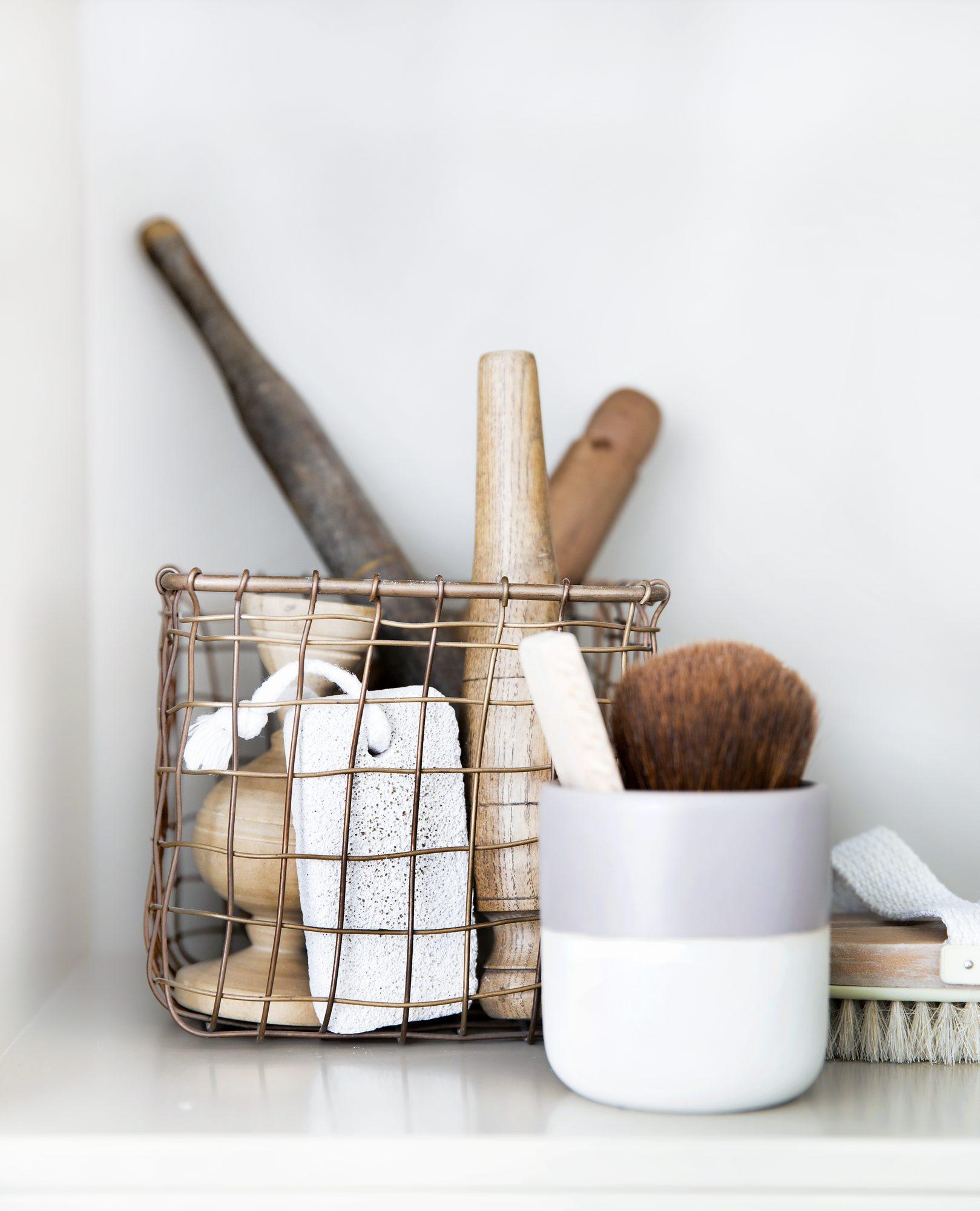 Praktisk oppbevaring p̴ badet Рrom123