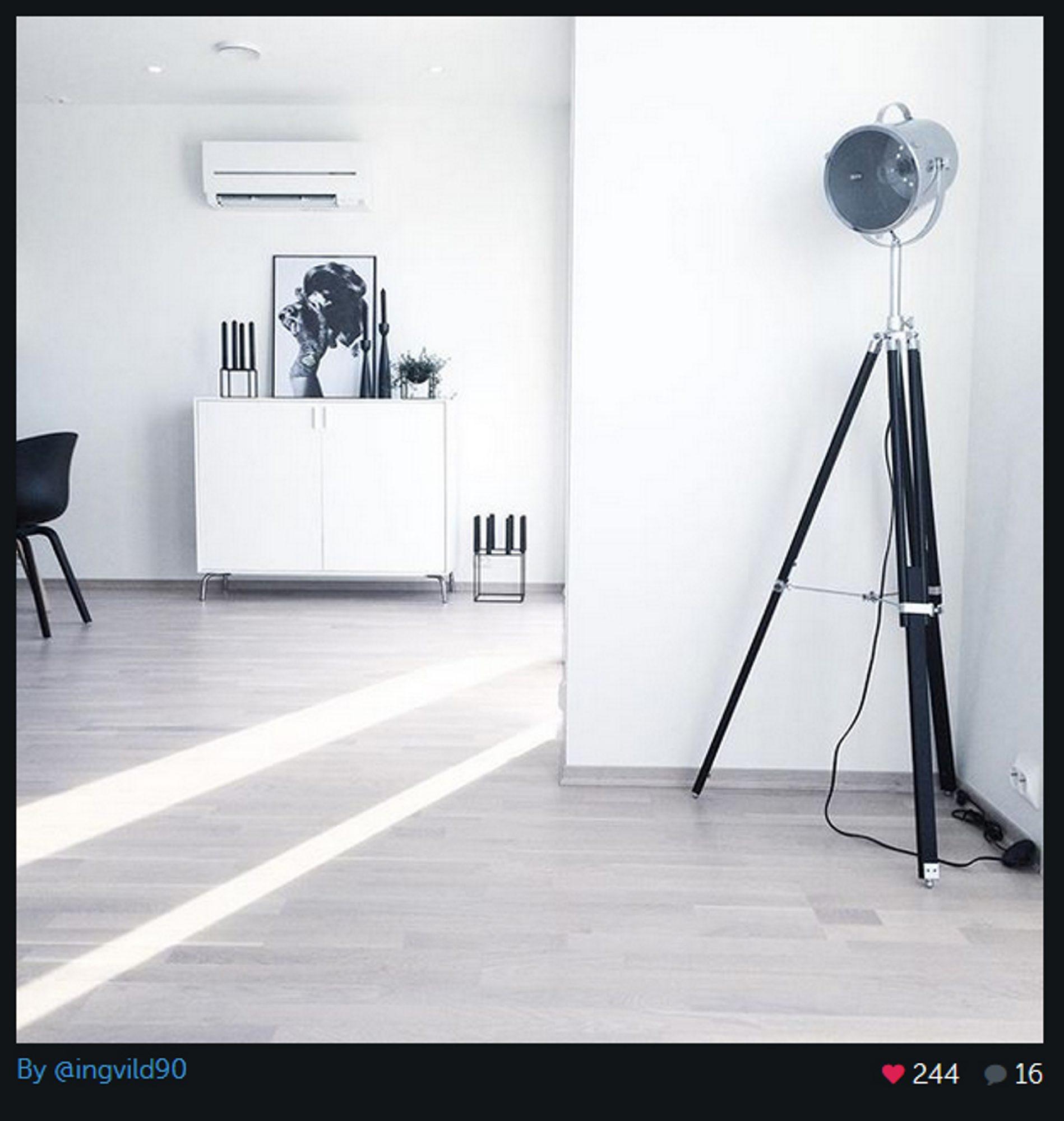 Hvem hadde trodd at en lyskaster kunne bli så trendy og så dekorativ? Det finnes mange varianter av den flotte lampen. Her er den som står i stuen hjemme hos @Ingvild90