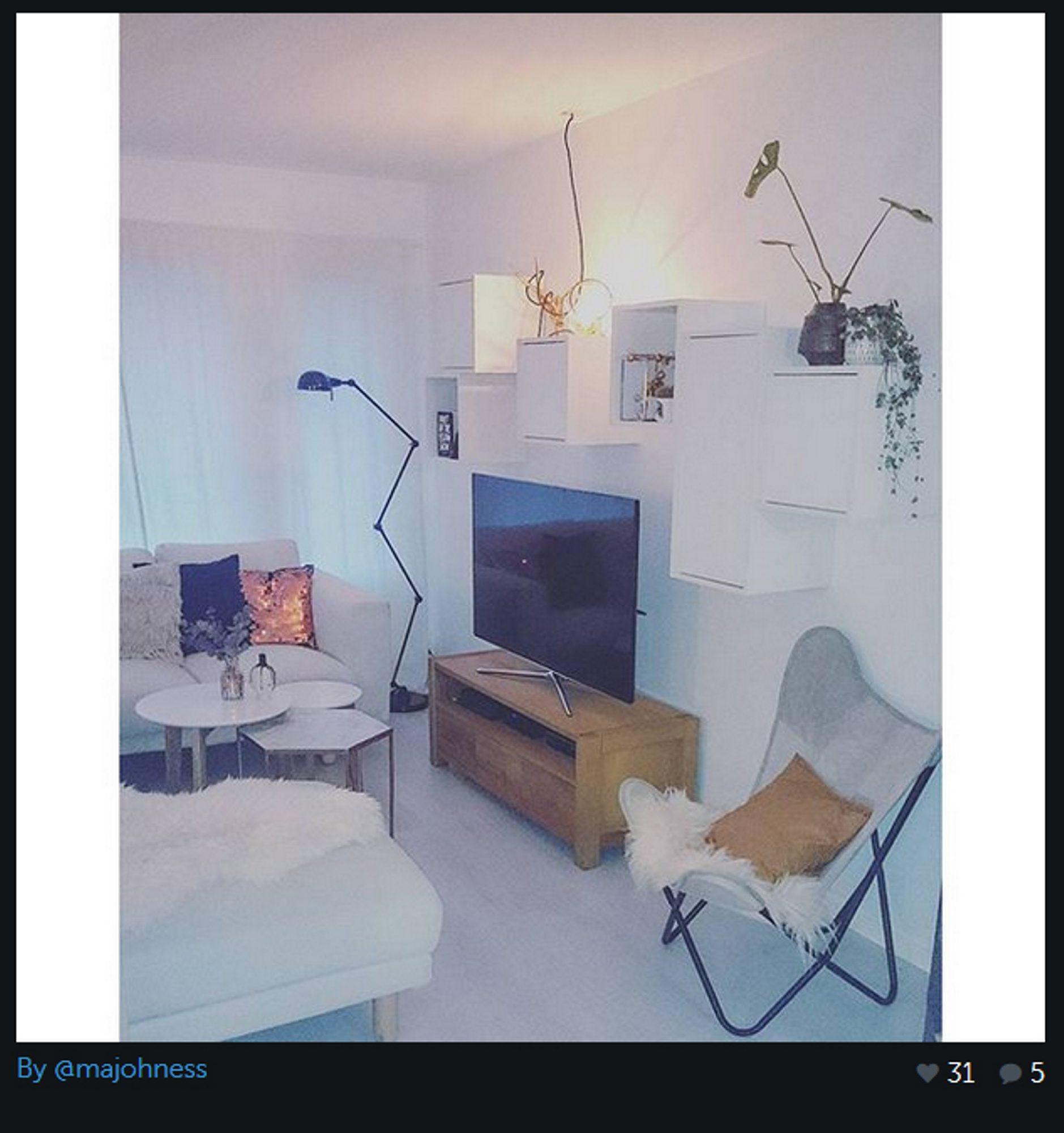 Her er et glimt fra hjemmet til @majohness. Her ser du hvordan den klassiske kontorlampen kan fungere like godt på stuen - vi digger det!