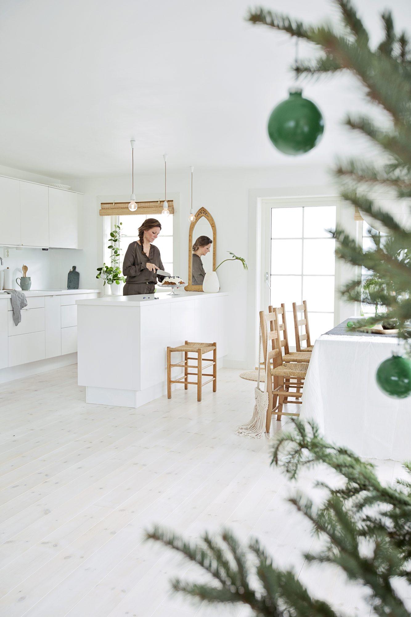 Anette Berg-Ingebrigtsen fritisbolig hytte sommersted på Hvasser. Styling: Juni Hjartholm. Jul på Hvasser
