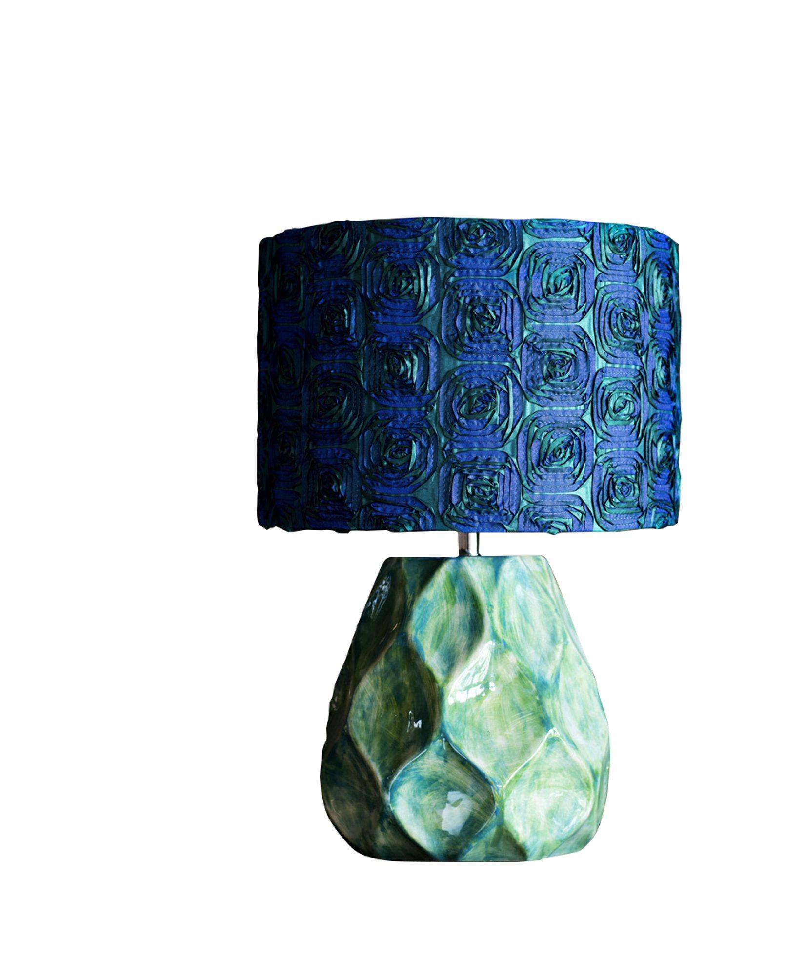 Herlig dekadent og jålete lampe fra Olsson & Jensen, fot, kr 1298, skjerm, kr 780, Anouska.