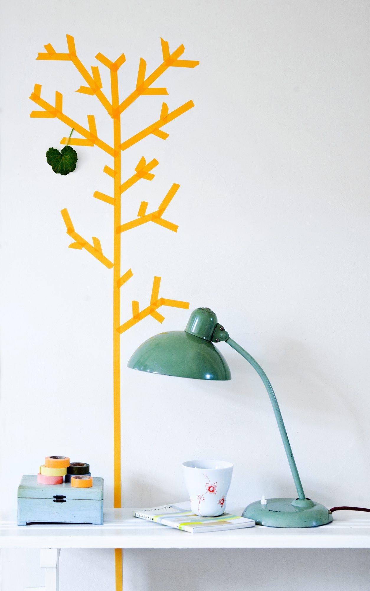 tape et tre på veggen