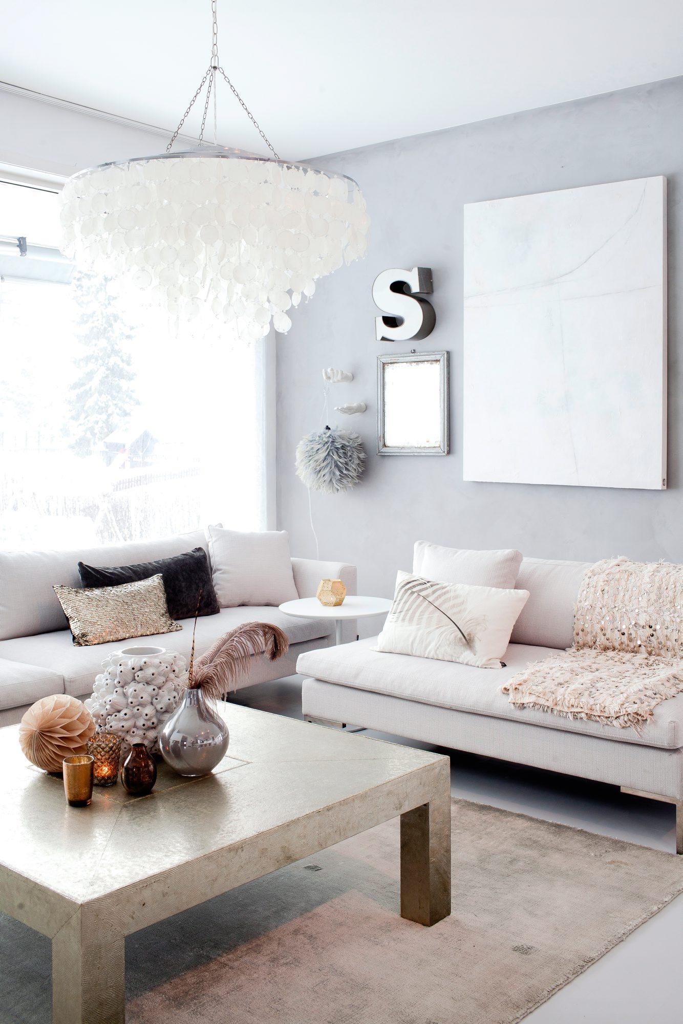Elin Sveen i Ygg & Lyng har malt veggen over sofaen med kalkmaling i ...