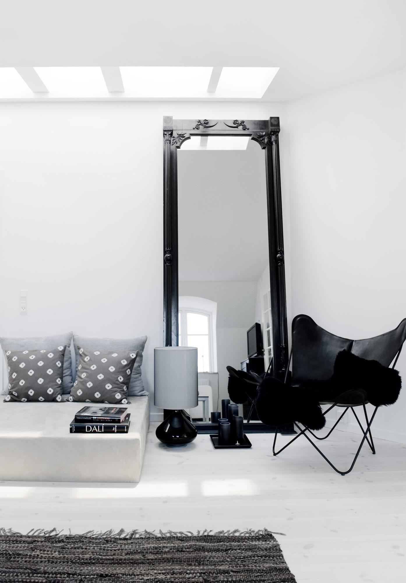 Lys bolig Juks boligen større med speil House of Pictures