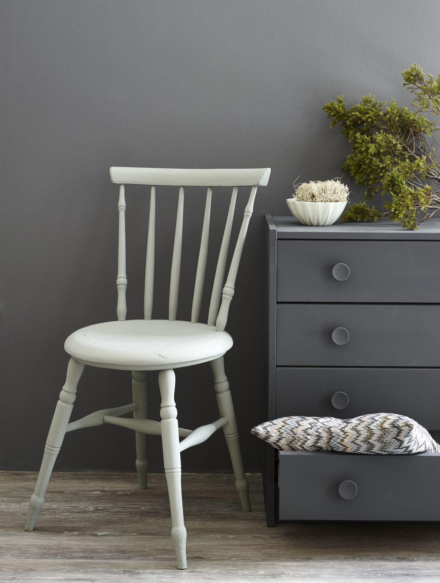 sort maling til møbler