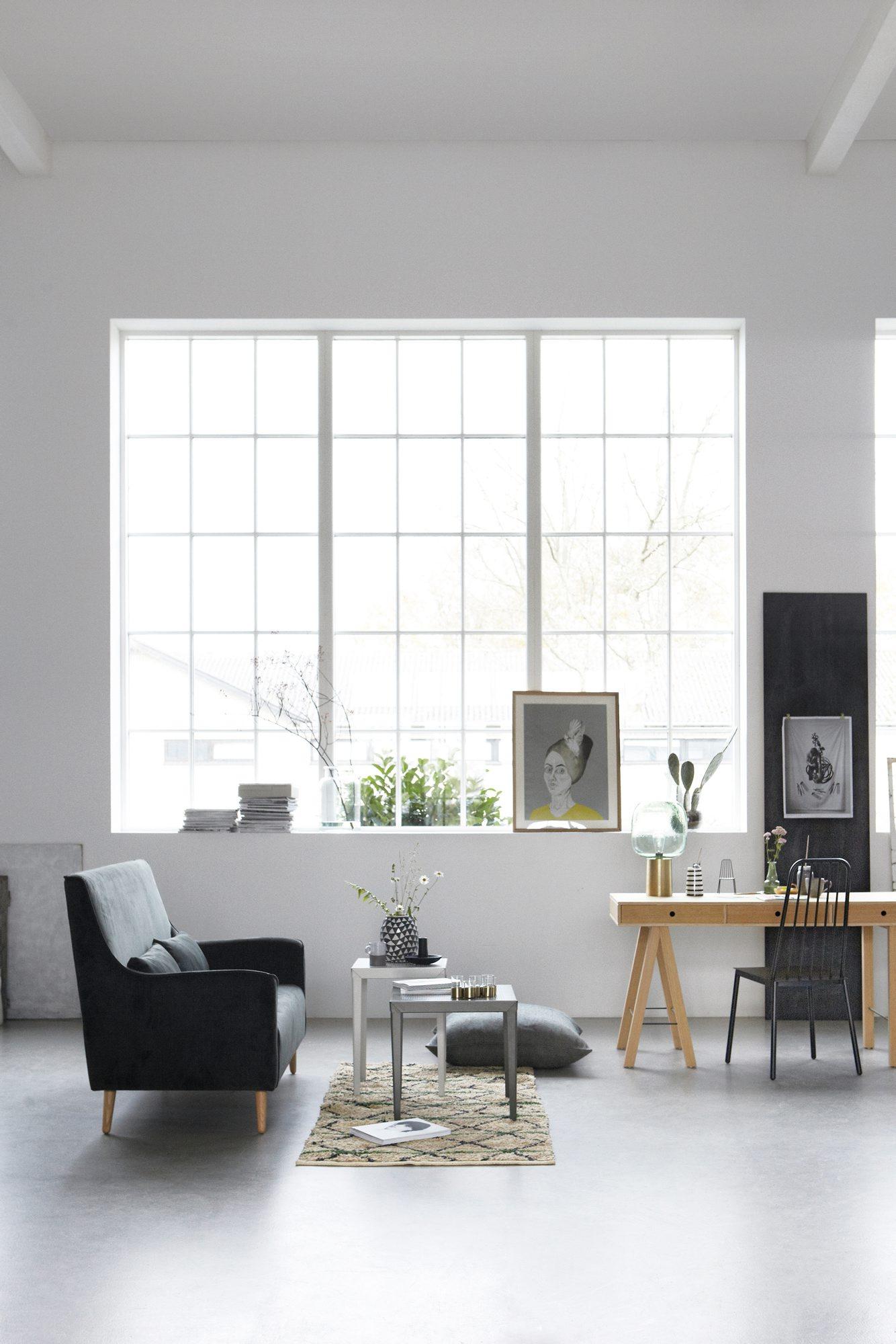 Skap en hyggelig sone i et hjørne av stuen. Dekorere med favorittgjenstander og dekorative bilder og la din kreative side få boltre seg - uten at det koster skjorta. FOTO: Bulls