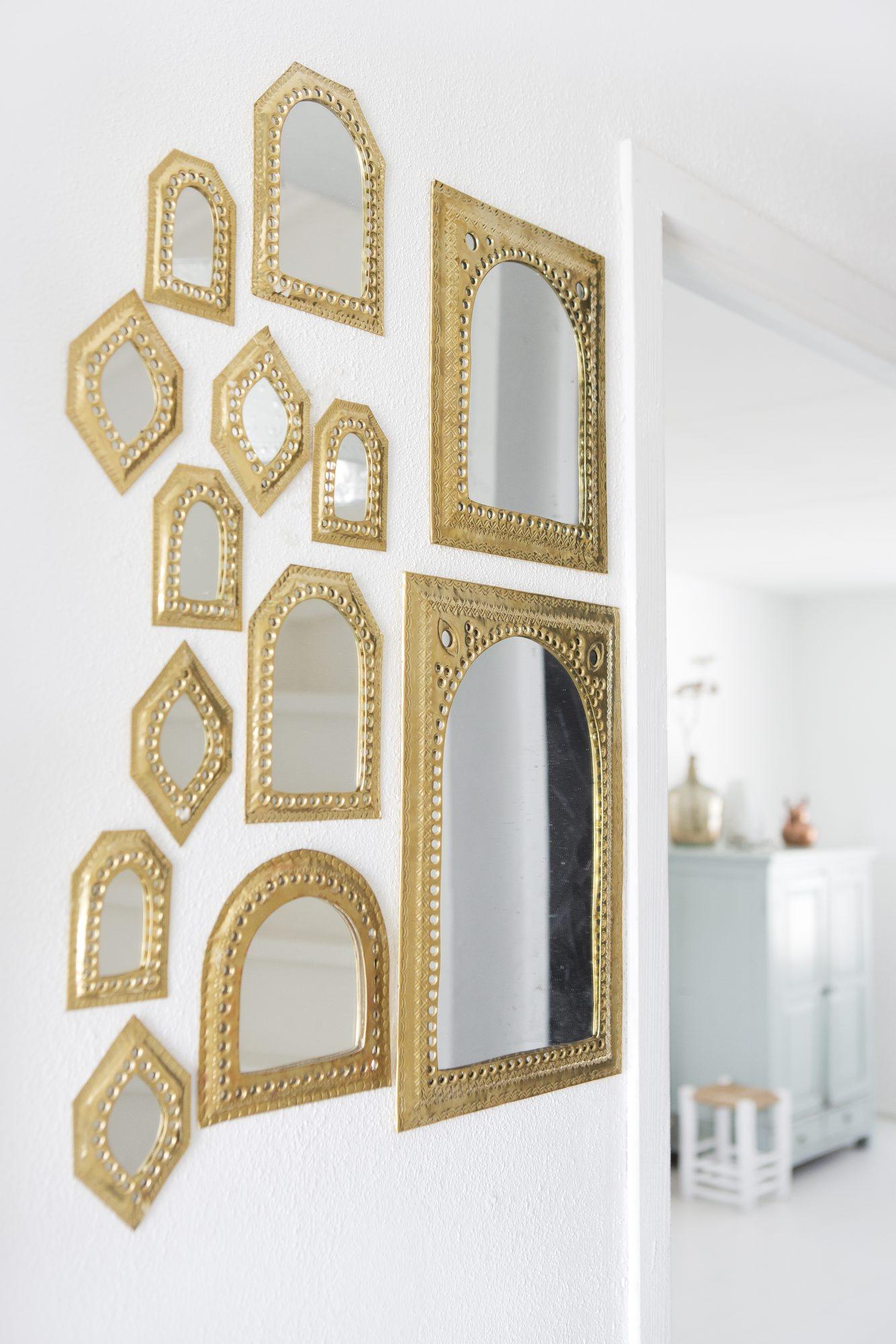 Mur de miroirs dorés