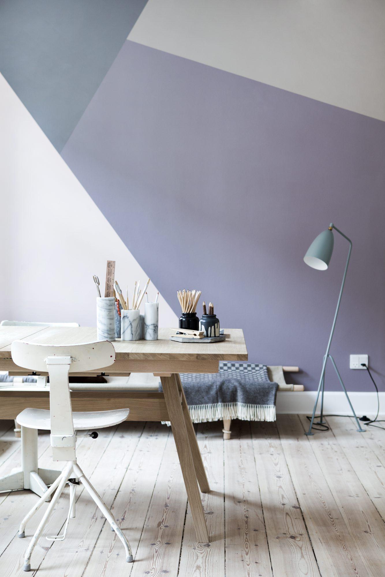 Kontorplass med rimelige løsninger og fine farger