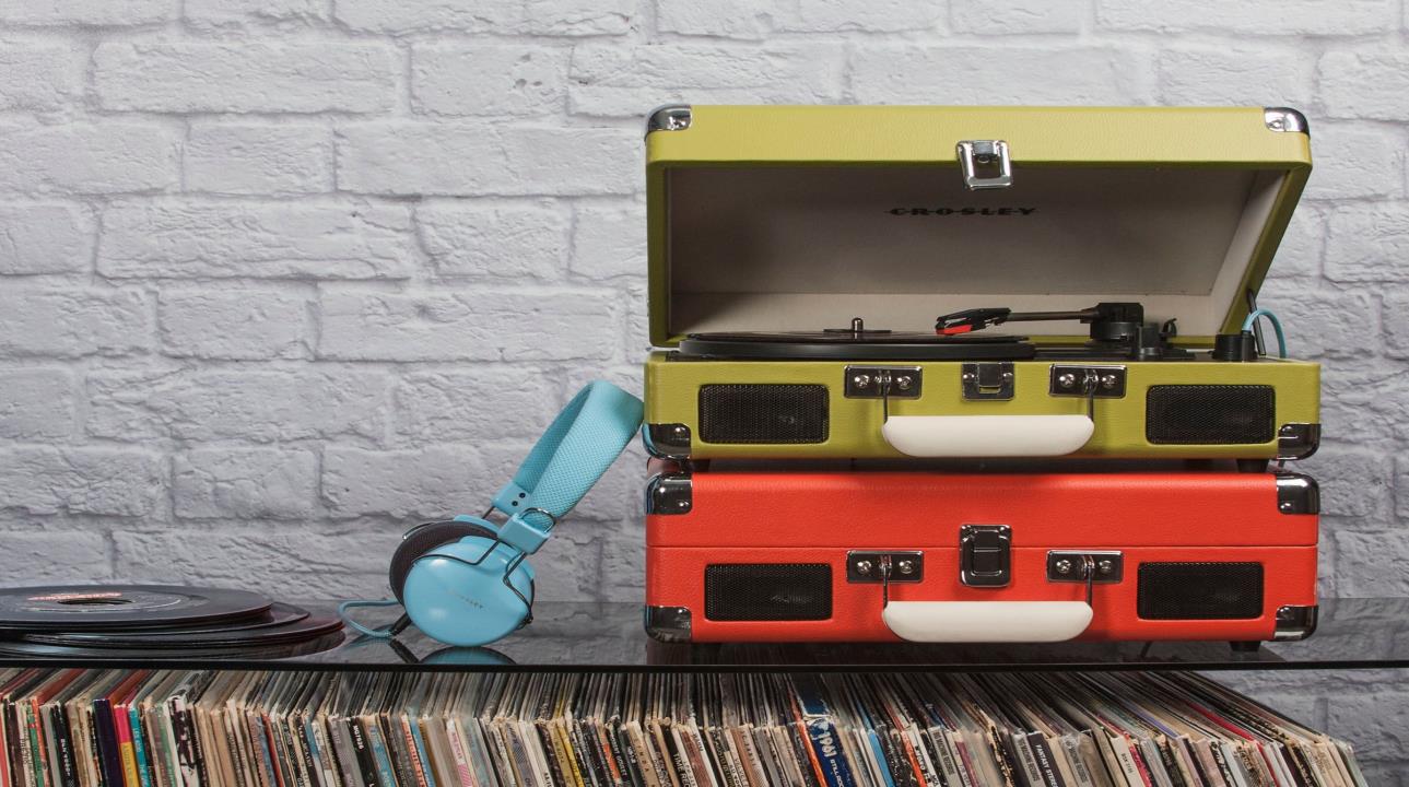 Denne ukens vinnere får hver sin fine vinylspiller fra Crosley Cruiser, som akkurat har kommet til Norge. FOTO: Produsenten