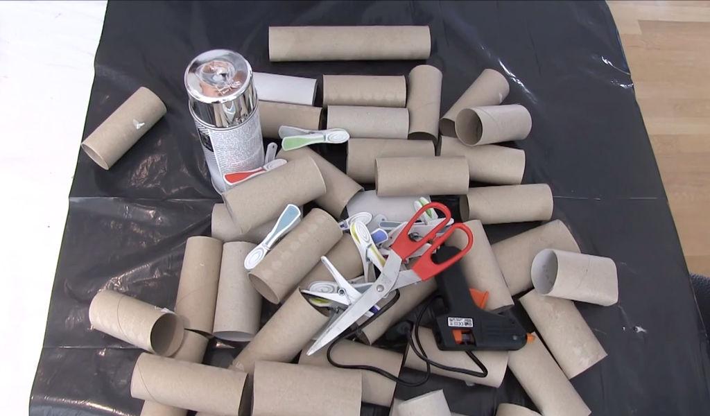 utstyr diy lag bordbrikker av tomme doruller