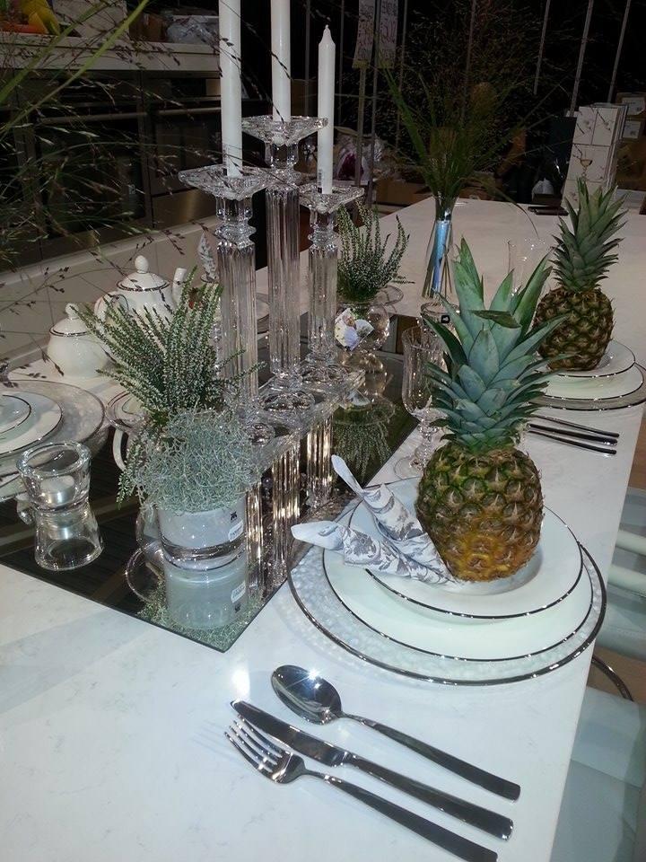 borddekking med ananas